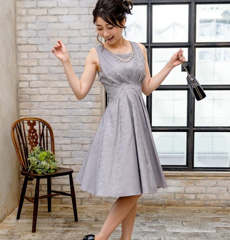 スカートの丈の長さはどれくらいのものを選べば良い?