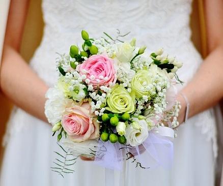 結婚式に欠席する場合はお祝いを贈ったほうがいい?