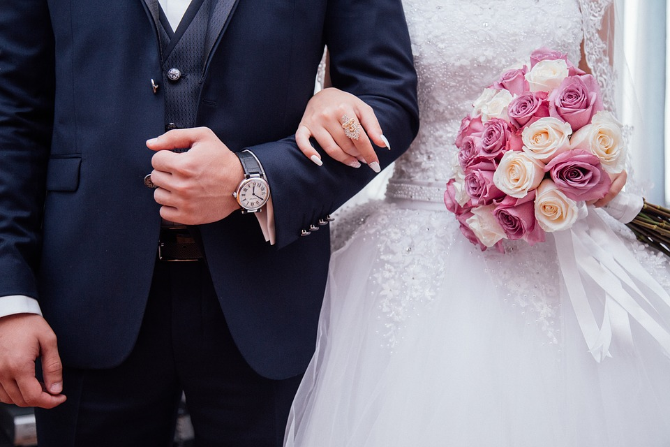 出席予定の結婚式に急遽行けなくなってしまったら?