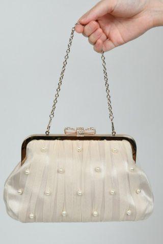 ベージュ色のチュール素材×パールビーズ付きハンドバッグ