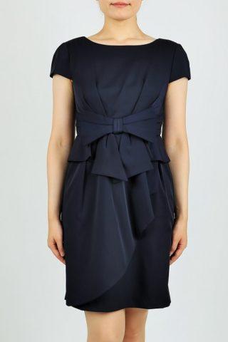 ウエストリボンの濃紺袖付きタイトドレス