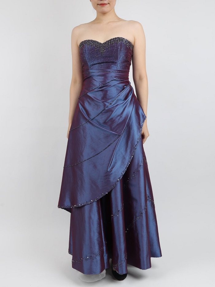胸元ビジューとドレープが綺麗なパープルのドレス