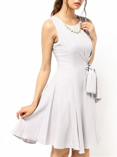 アクセ&裾パール付きウエスト絞りワンピースドレス(ライトグレー)