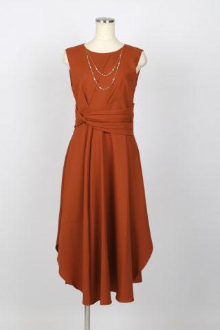 ドレープラインが上品なオトナドレス(レンガ色)