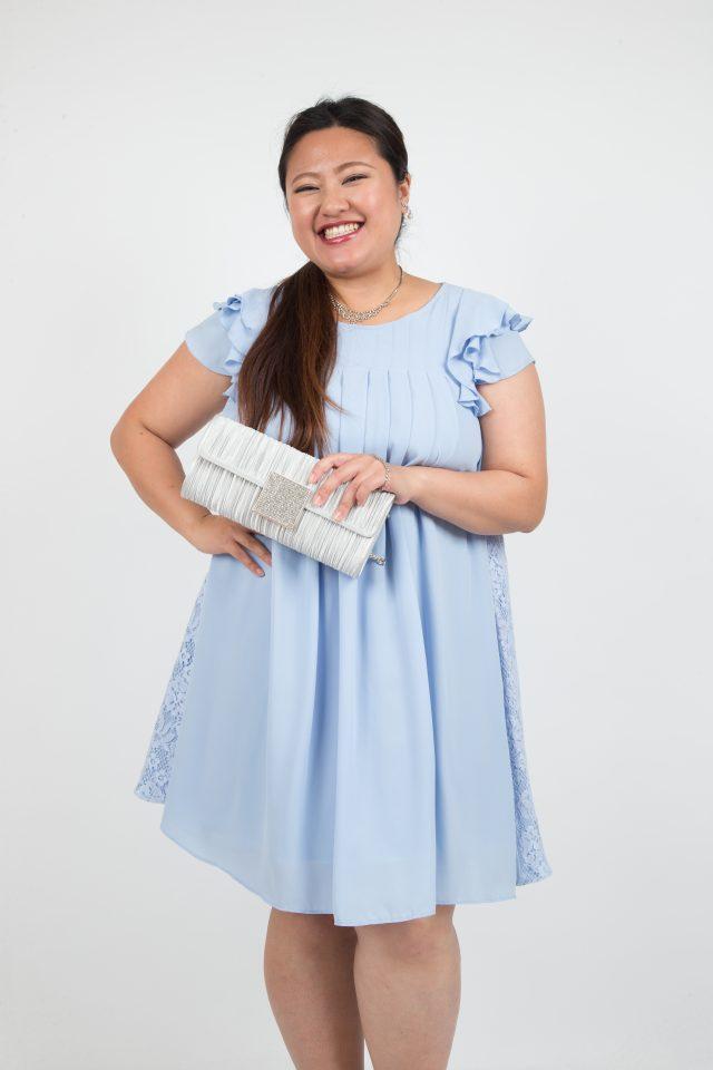 袖フリル付き水色のドレス