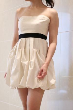 DreAng(ドレアング)ホワイト×胸下ブラック切替ベアトップミニ丈ドレス