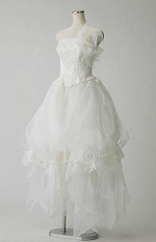 Avicaのフラワーモチーフ付華やかウェディングドレス
