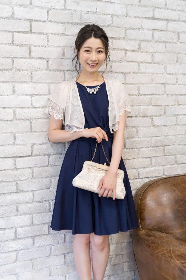 d0038a8af8622 コーディネート一覧. 親族参列ドレスとしての定番&人気カラーは、上品なネイビー。胸元のパールがアクセントになって可愛らしいドレスです。