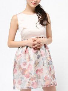 8e262bad1ef45 花柄プリントが春らしく可愛らしいドレスです。プリント柄はカジュアルな印象で着ていただけますので、レストランウェディングや二次会などにおすすめです。