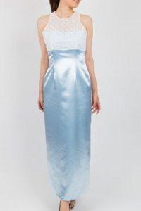 17f385e3fd94f 自社制作のドレスです。女性らしいキレイな身体のラインを出してくれます。スカート部分の光沢感は、照明が当たるととてもキレイです。