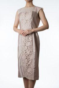 6a3e068226de4 ベージュの花柄ドレス(38)(3882) 首周りの透け感、大きな花柄模様がとても上品です。ジャケットなどを羽織っていただいたコーディネートで、結婚式のご親族様に人気  ...