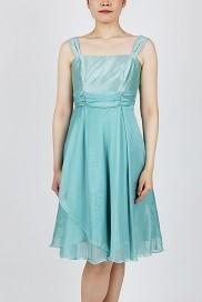 dc0f856143ff6 こちらのドレスは編み上げタイプであることから、身体をしぼることもでき、スタイルもとてもキレイに見せることができます。