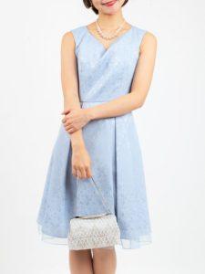 3d534641c424a ほのかに光沢のある生地と、明るい水色のカラーがとても爽やかで品のあるドレスです。背中が編み上げデザインでウエスト調節可能のため、スタイルも すっきりきれいに着 ...