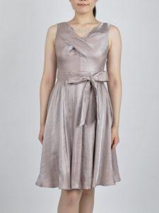 53a5bf43260b7 柔らかくサラっとした生地と光沢感がとても爽やかなドレスです。お顔映りがとても明るくなりますよ。