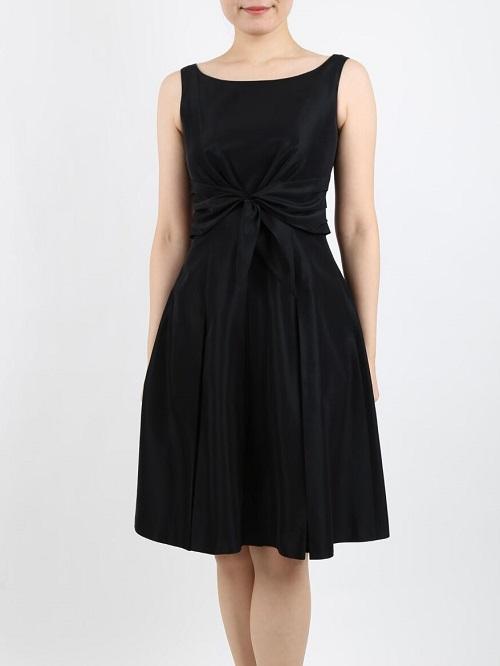 Sybilla(シビラ) のふんわり上品ラインのブラックドレス