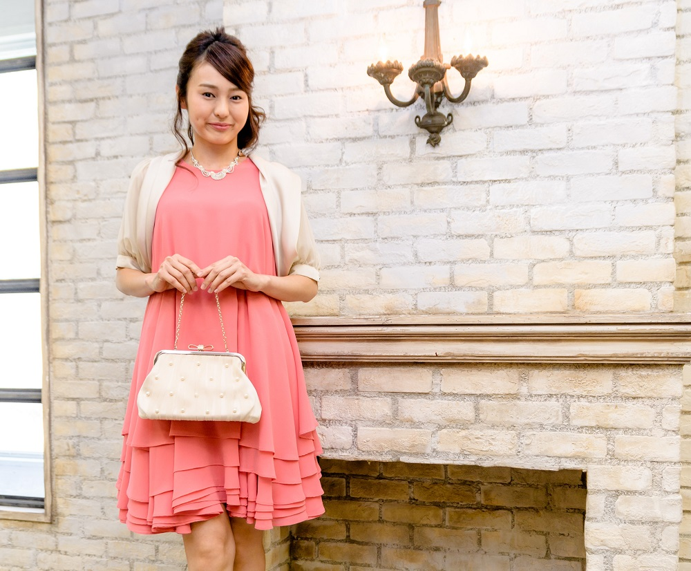 ドレスのカラーによってどんな風に印象が変わる? どんな肌色にどんな色が似合う?【ピンク編】