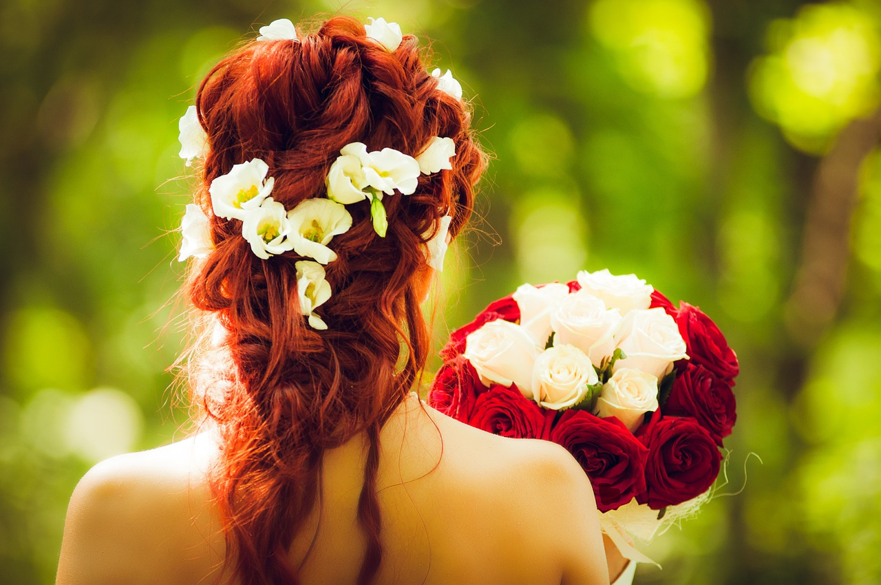 結婚式でのドレスアップのポイントは?