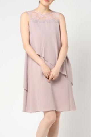 大人かわいい胸元レース×ひらひらドレス(ベージュピンク)