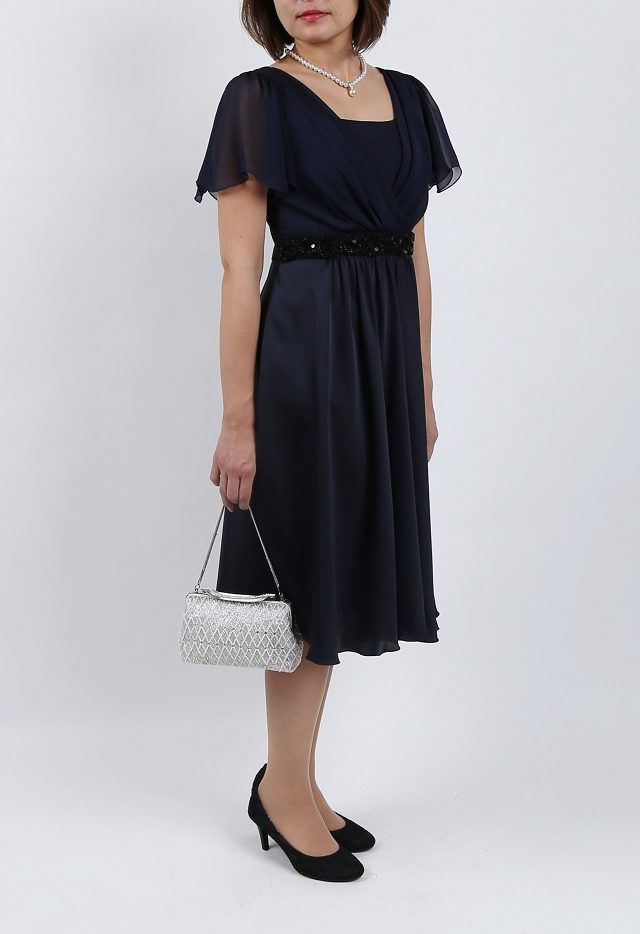 She's(シーズ)ウエストビーズ刺繍のネイビー袖付きドレス