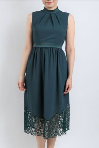 裾がレースのグリーンドレス