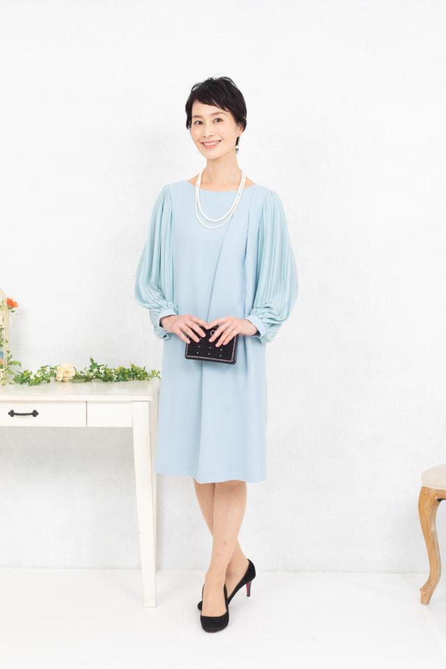 プリーツ袖のミントグリーンドレス