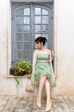 レンタルでトレンドカラーの自分らしい謝恩会ドレス選び♪